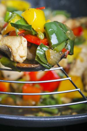 plato de comida: La comida tailandesa - wok asi�tico