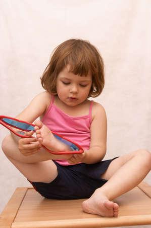 little cute girl and funny, heart shaped, sunglasses Zdjęcie Seryjne
