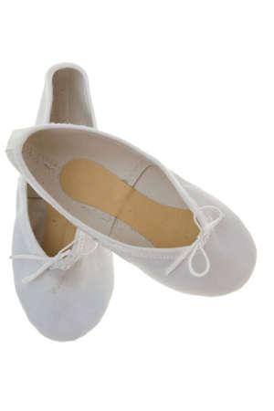 zapatillas ballet: ni�o blanco  's zapatillas de ballet aislados en fondo blanco  Foto de archivo