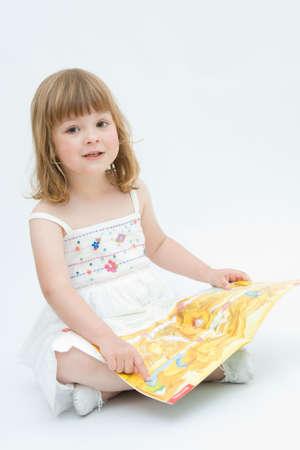 niña leyendo cuentos de hadas sobre fondo blanco  Foto de archivo - 3105359