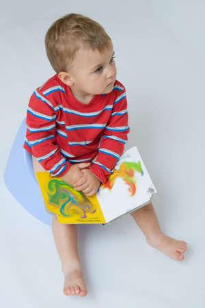 t�pfchen: niedlich, kleinen Jungen w�hrend T�pfchentraining