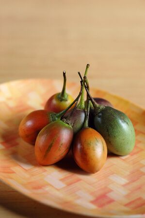 tomate de arbol: tamarillo  tomate de �rbol  huevo betaceum Foto de archivo