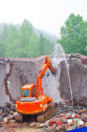 disassemble: Excavator demolition house