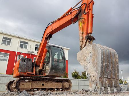 demolition: Excavator demolition house