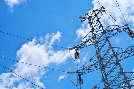 torres de alta tension: Torres de electricidad Foto de archivo