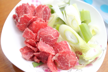 Quick-fried beef with scallions