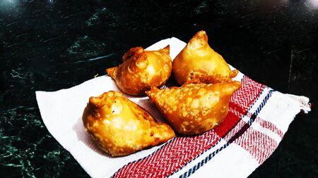 indian wheat flour and potato snacks closeup Imagens