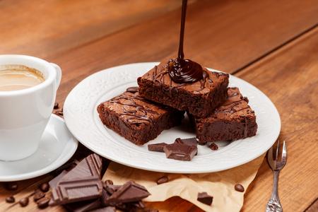 おいしいチョコレートのブラウニーとプレート 写真素材