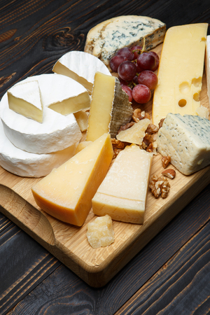 Various types of cheese - parmesan, brie, roquefort, cheddar 스톡 콘텐츠