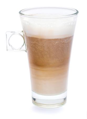 Vaso de café atte fresco aislado sobre fondo blanco con trazado de recorte Foto de archivo