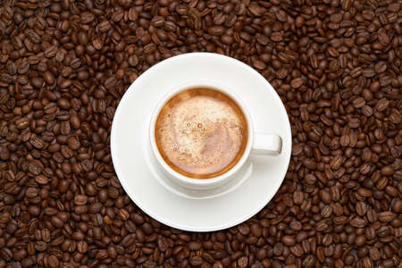 Cup of espresso coffee on Background made of roasted brown coffee beans Banque d'images