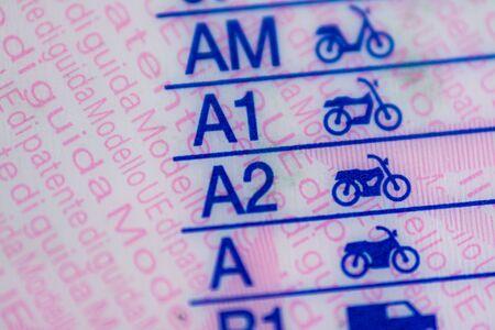 Makrofotografia na europejskich kategoriach prawa jazdy