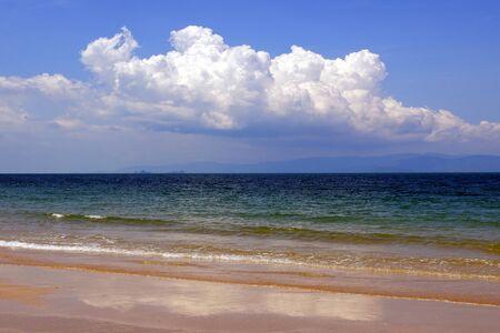 Paysage marin avec ciel bleu en Thaïlande.