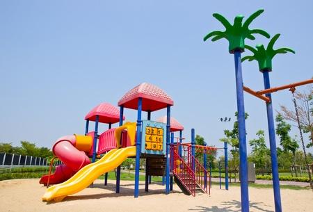 五颜六色的操场在公园