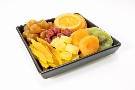 frutos secos: diversos frutos secos en la placa de cer�mica negro