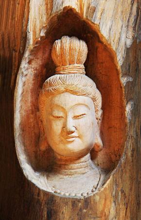 gamme de produit: Sculpture sur bois t�te de Bouddha Banque d'images