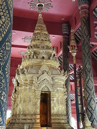 gold: temple