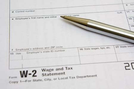 Business metal pen  on W-2 tax form Imagens