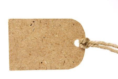 Blanco tag gebonden met bruine string. Prijskaartje, cadeau-tag, verkoop-tag, adres label