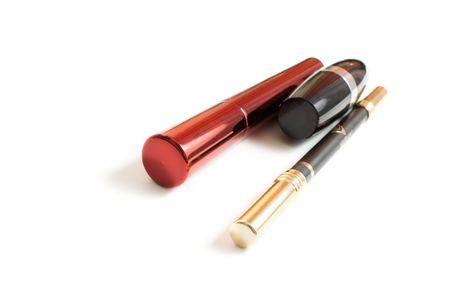 red tube: Mascara in rosso tubo e rossetto isolato di uno sfondo bianco  Archivio Fotografico
