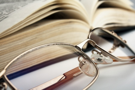the reading glasses and open old book Imagens - 11095311