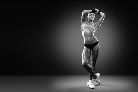 aantrekkelijk fitness vrouw, opgeleid vrouwelijk lichaam, lifestyle portret, Kaukasisch model met het knippen van weg Stockfoto