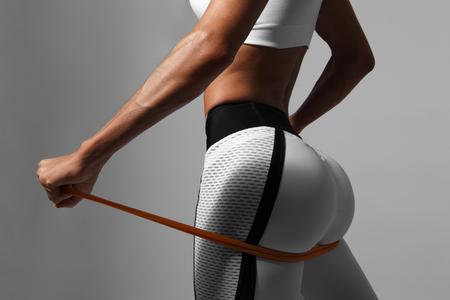 Espalda y nalgas femeninas Foto de archivo - 73784738