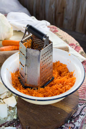 grater: grater and carrots