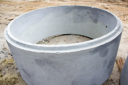catheters: large ring of concrete to store canalization waters on road repairs