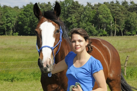 jinete: chica y caballo