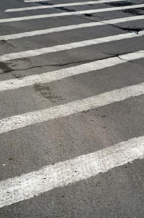 paso peatonal: cruce de peatones vacía en la calle de la ciudad Foto de archivo