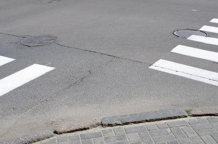 paso peatonal: emty paso de peatones en la calle