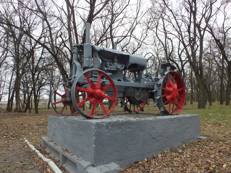 Tractor Universal from 30s monument