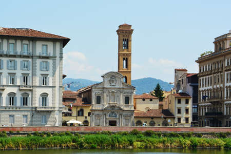 river arno: Walk at the river arno fierence