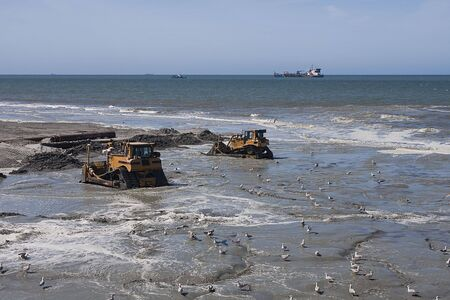 dumptruck: Dredging on the dutch coast