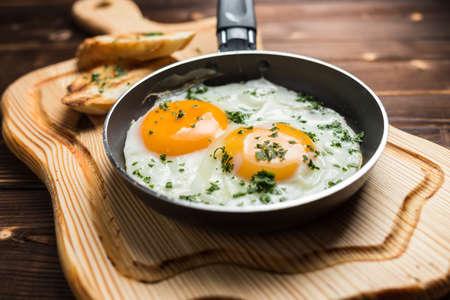 fried egg and toast, restaurant Stockfoto