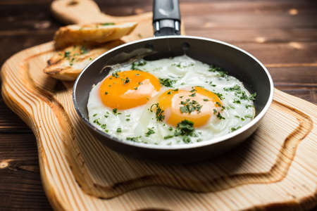 fried egg and toast, restaurant Foto de archivo