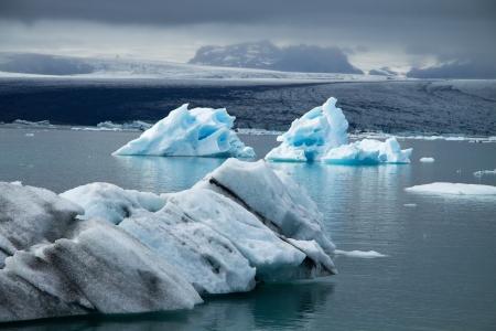 Icebergs on Jökulsárlón glacier lagoon, Iceland Imagens