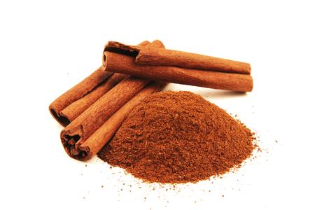 cinnamon bark: Cinnamon sticks isolated