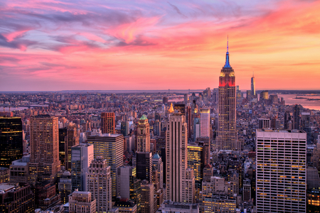 New York City Midtown with Empire State Building at Amazing Sunset 免版税图像