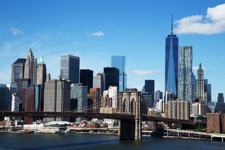 Aerial view of New York City Downtown Skyline with Brooklyn Bridge Imagens