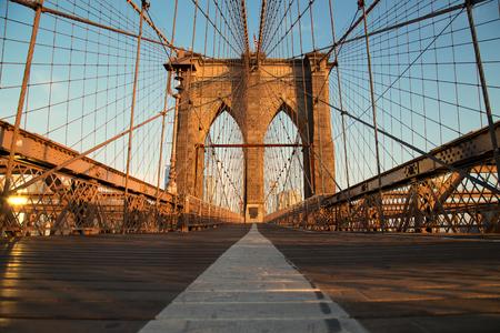 Vintage Brooklyn Bridge bij zonsopgang, New York City Stockfoto