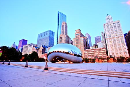 Cloud Gate - The Bean in Millennium Park at Sunrise, Chicago 에디토리얼