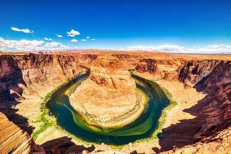 Horseshoe Bend on Colorado River with Bright Blue Sky, Utah Banco de Imagens