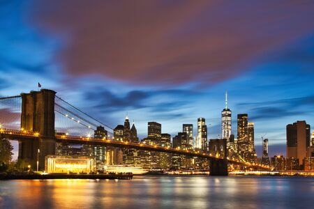 New York City Manhattan downtown with Brooklyn Bridge at Dusk 写真素材 - 129596437