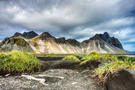 Stokksnes Mountain on Vestrahorn Cape during Beautiful Sunny Day, Iceland Foto de archivo - 130739668