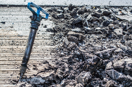 presslufthammer: a jackhammer in the middle of the road