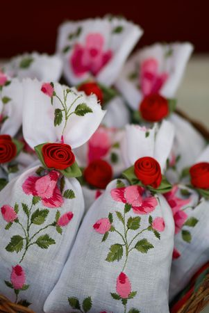 favours: Embroidered decorative bags for an aromatherapy.