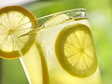 lemon water: lemonade