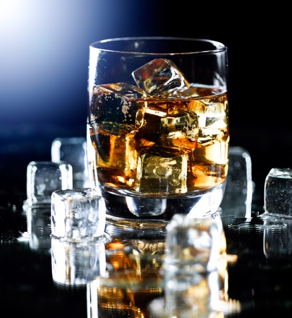 intoxicant: Bicchiere di whisky Highball